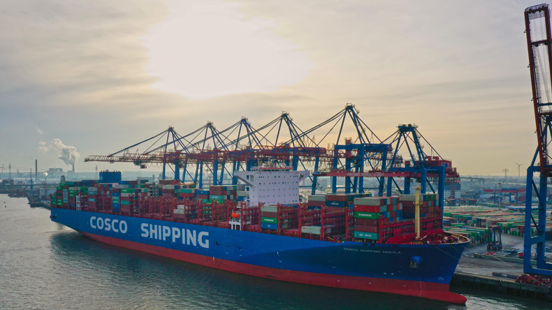 The 21,000 teu Cosco Shipping Nebula at Hamburg