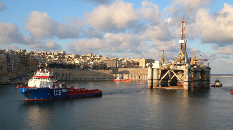 UOS Freedom towing a rig at Malta
