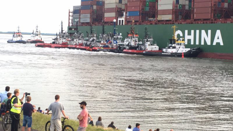 Tugs pushing CSCL Jupiter