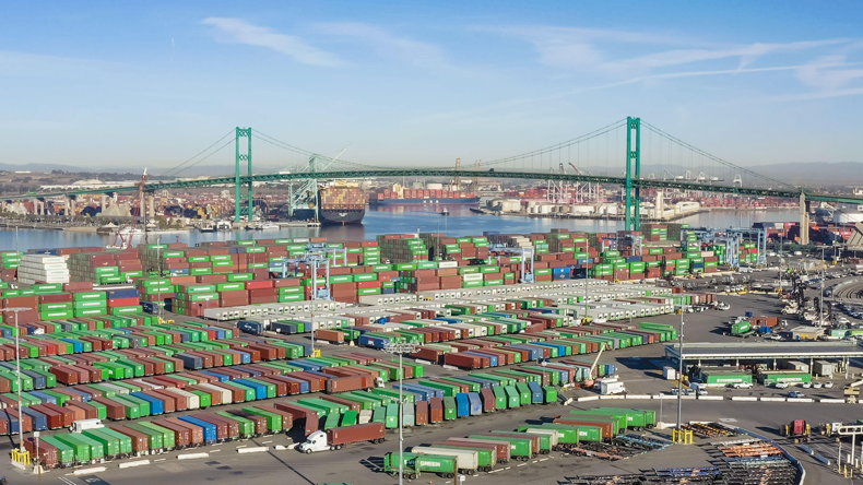 Containers at Long Beach - San Pedro. Peter Carey / Alamy Stock Photo